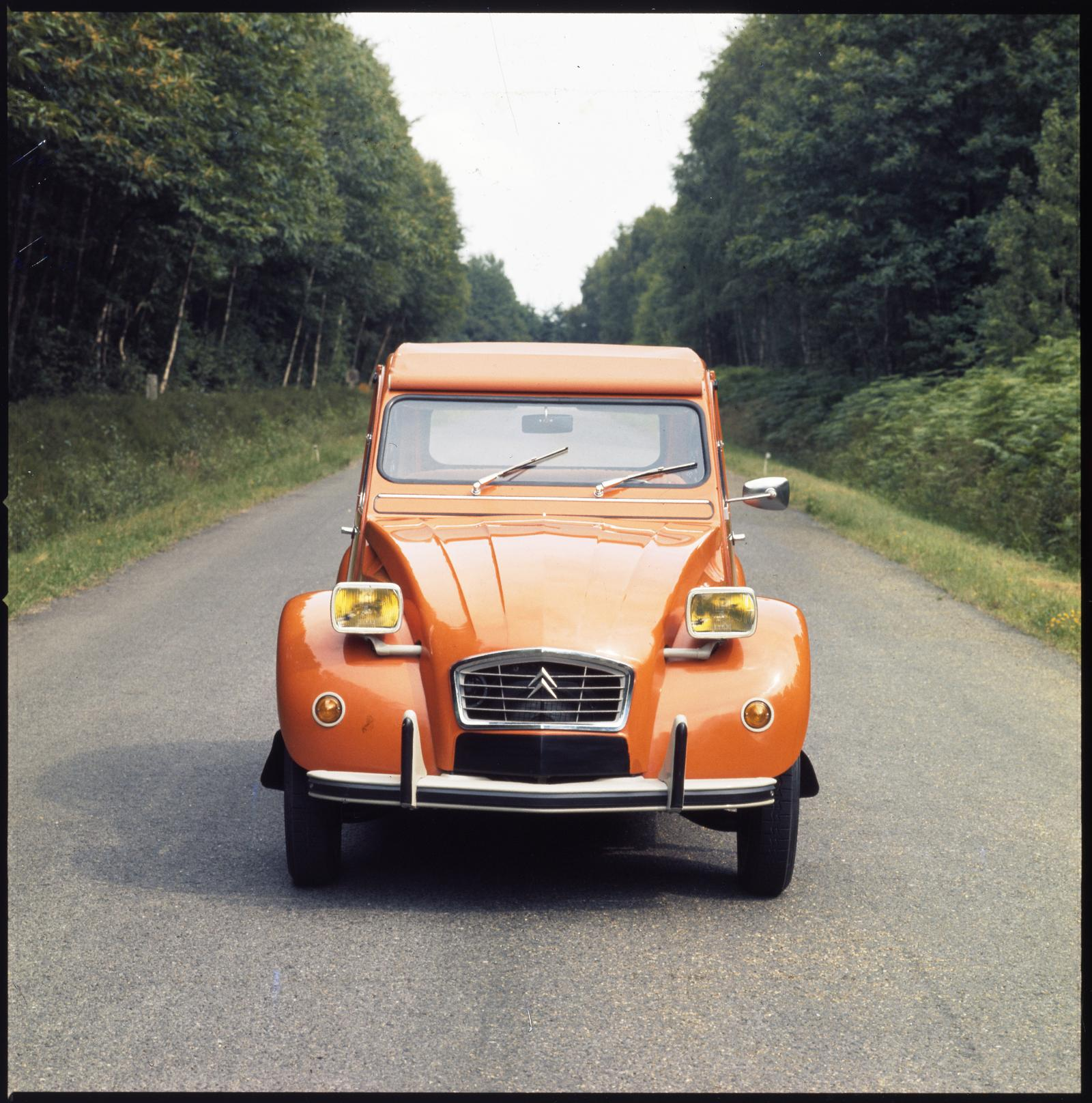 2CV6 1975 front view