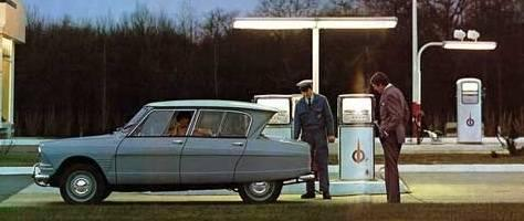 AMI 6 Berline 1963 petrol station
