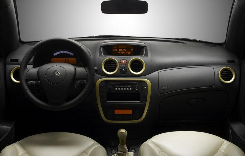 Interior C3 Gold 2008 by Pinko