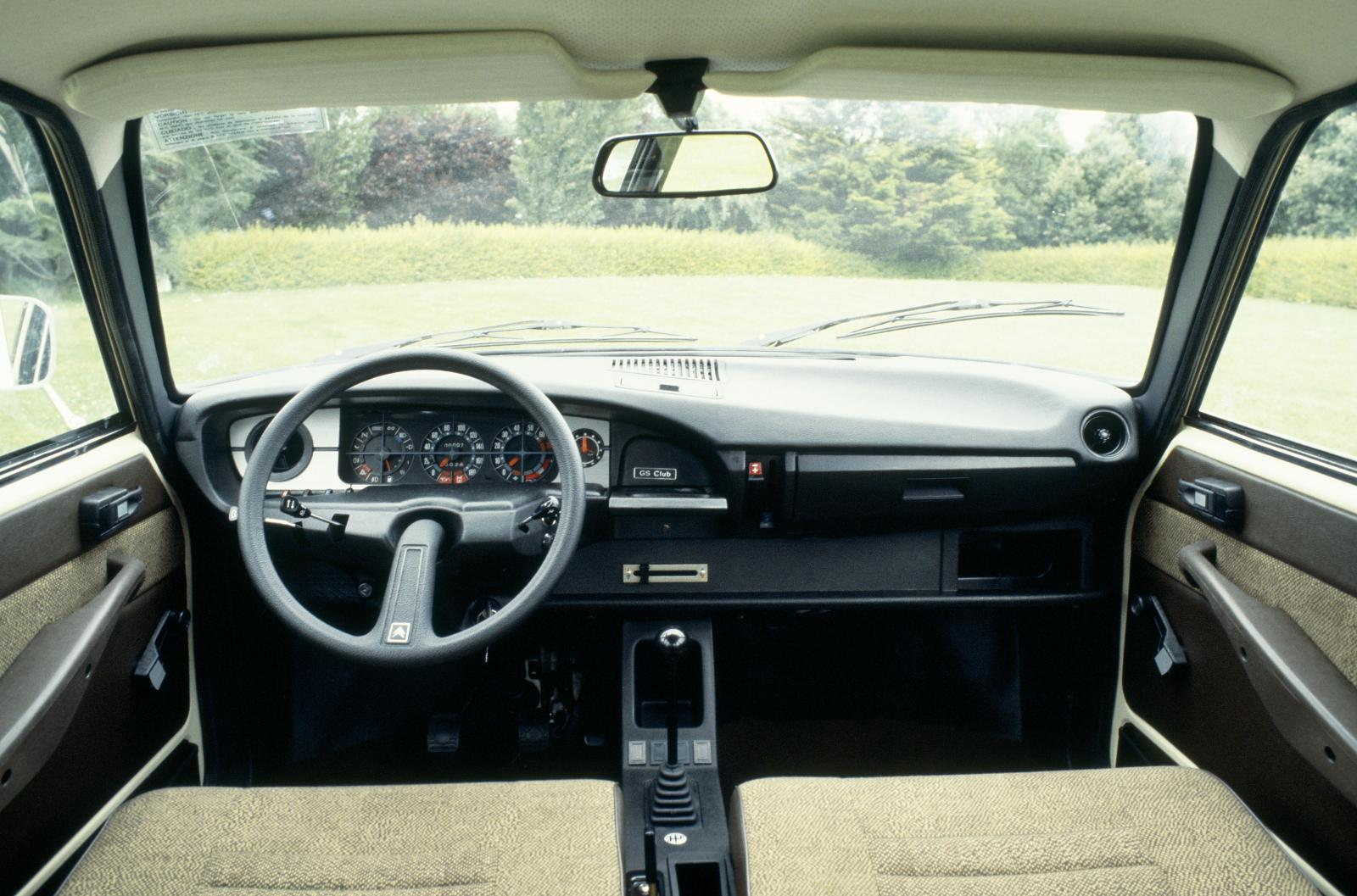 GS X3 1979 dash car