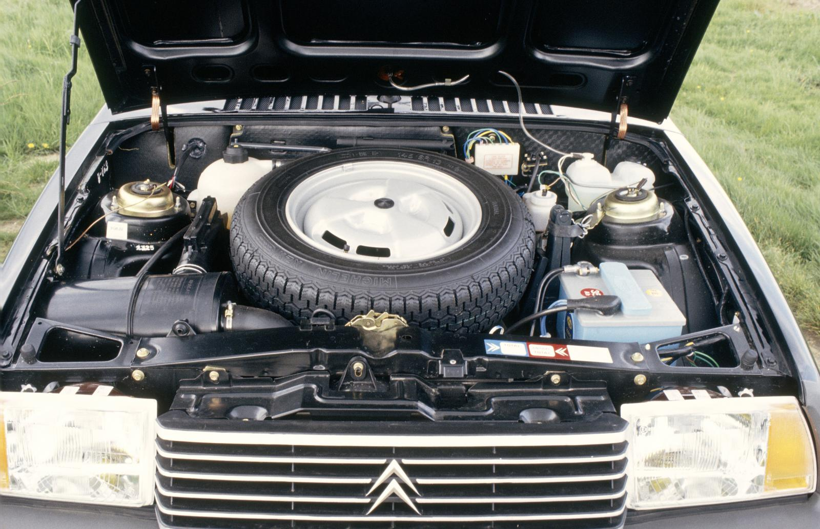 Visa 11 RE 1983 engine