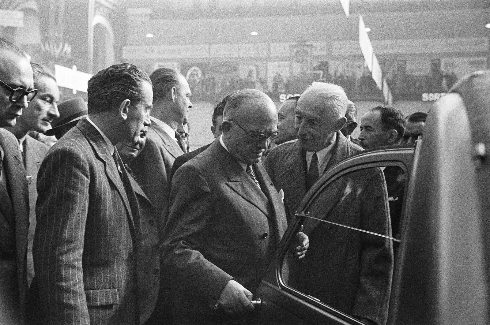 Pierre Boulanger presents the 2CV in 1948