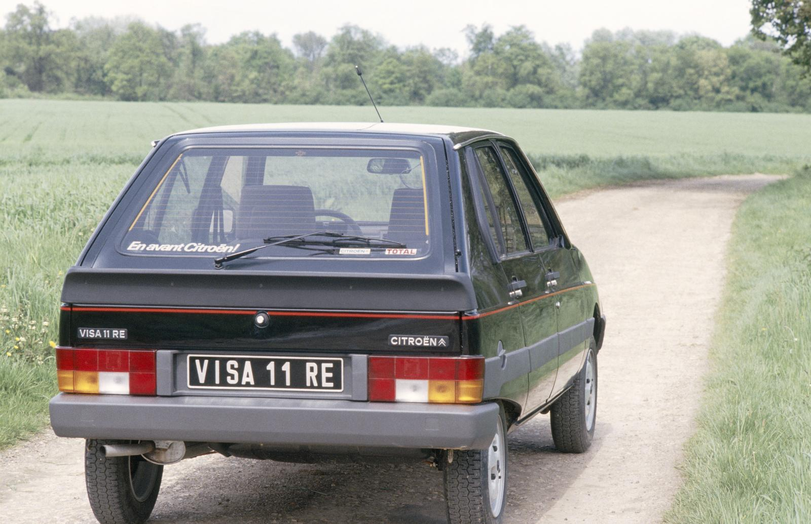 Visa 11 RE 1983 rear 3/4
